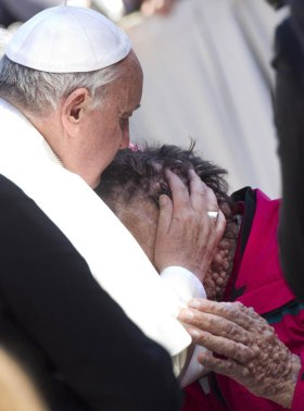 pope francis kissing man